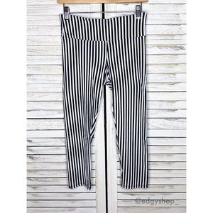 Onzie | Hot Yoga Capri Legging Vertical Stripe